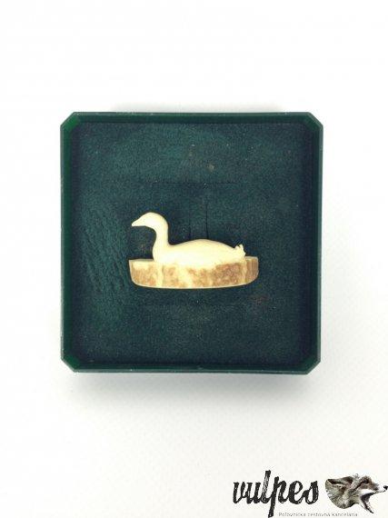 Poľovnícky šperk na pripnutie (kačica vyrezávaný paroh), č.v.:004