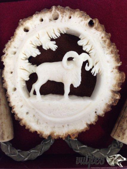 Poľovnícka kravata (vyrezávaná ružica muflón)