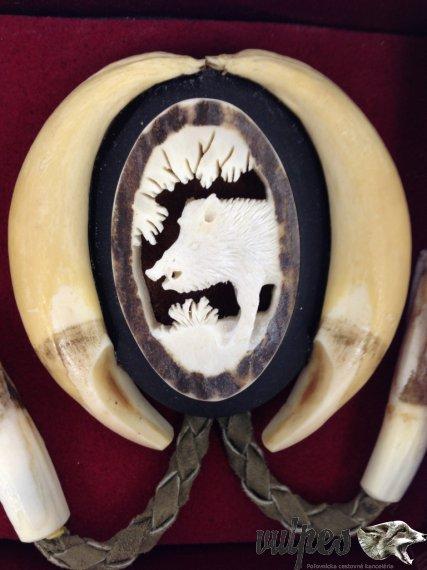 Poľovnícka kravata (vyrezávaný paroh diviak)